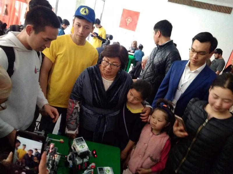 Лига роботов на выставке
